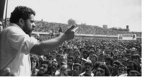 O líder comandando as massas. Há outro que possa fazer o que Lula fez?