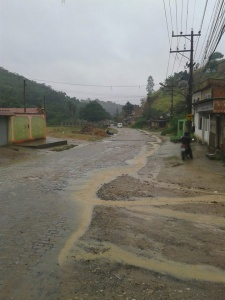 Estrada Carlos Sampaio: altura do bairro Vale Ouro